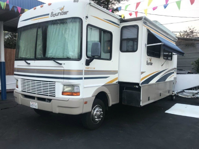 Bounder FLEETWOOD 2002 price $24,999