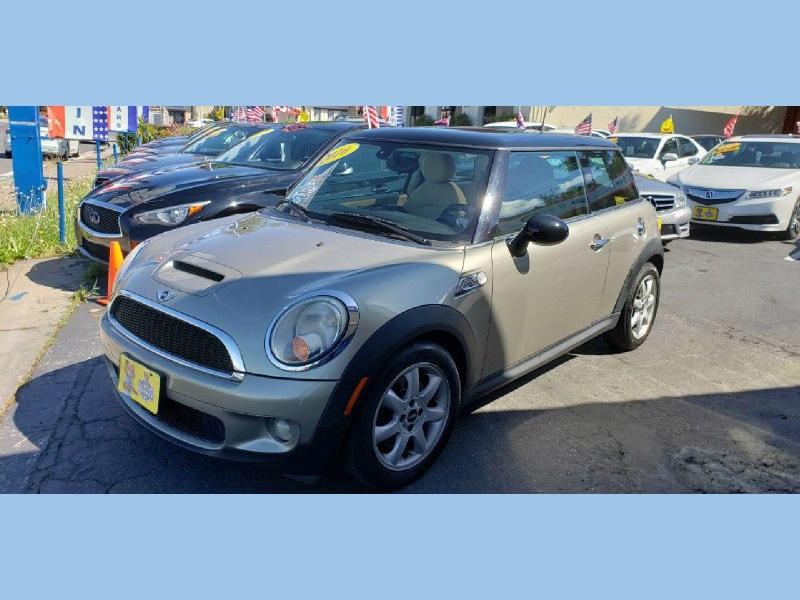 Mini Cooper Hardtop 2010 price $5,500