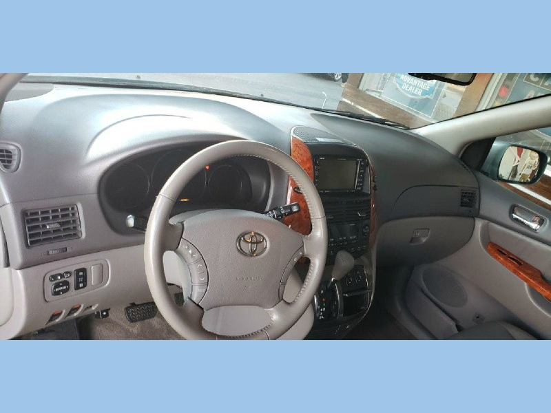 Toyota Sienna 2007 price $7,500