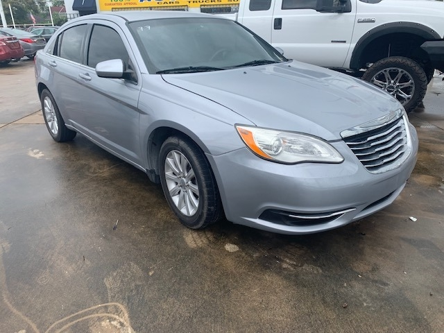 Chrysler 200-Series 2014 price $6,900