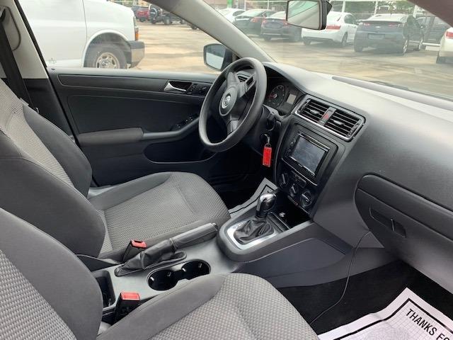 Volkswagen Jetta Sedan 2011 price $5,900