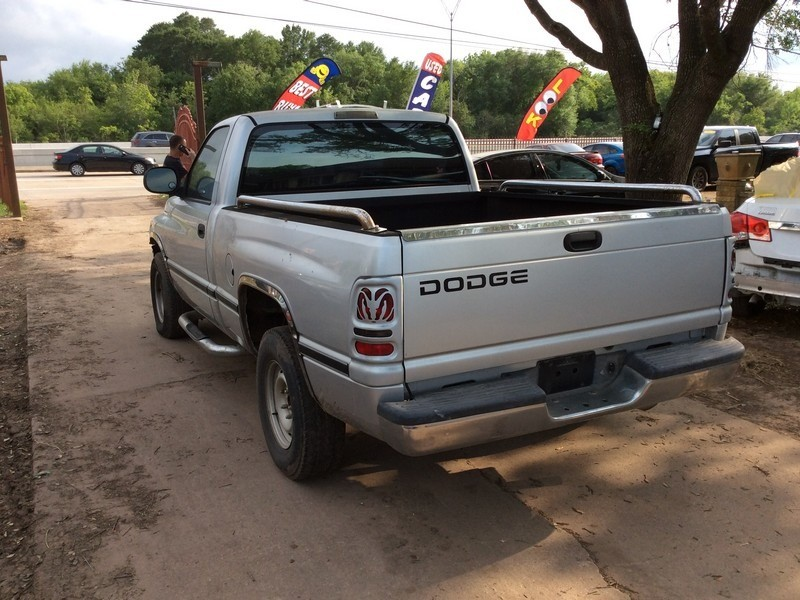 Dodge Ram 1500 2001 price $2,995
