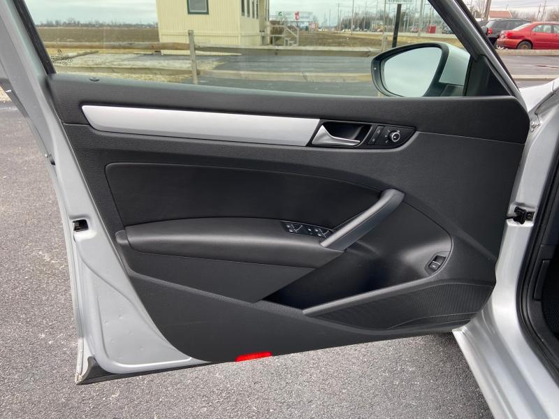 Volkswagen Passat 2012 price $8,699