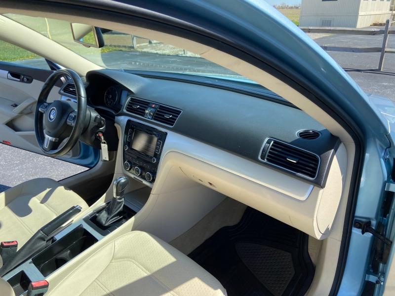 Volkswagen Passat 2012 price $8,799