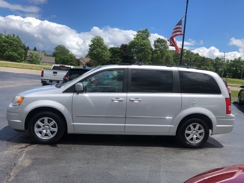 Chrysler Town & Country 2010 price $6,450