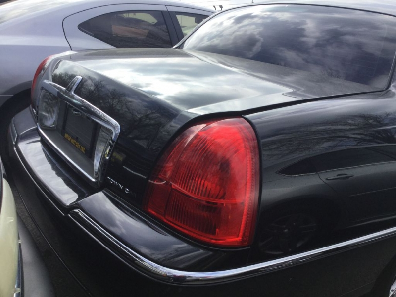 LINCOLN TOWN CAR 2011 price $725 Down