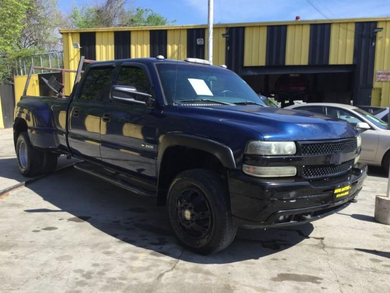 CHEVROLET SILVERADO 3500 2001 price $1,025 Down