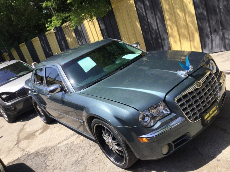 CHRYSLER 300C 2005 price $725 Down