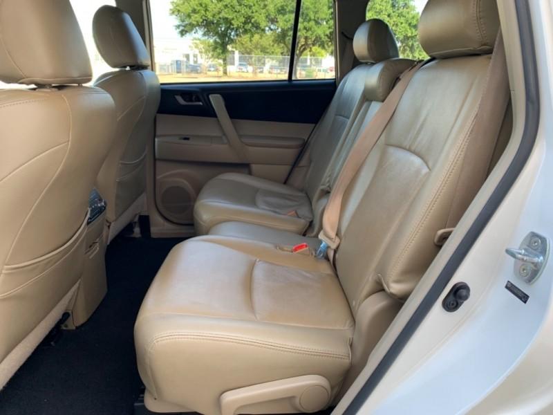 Toyota Highlander 2011 price $11,995