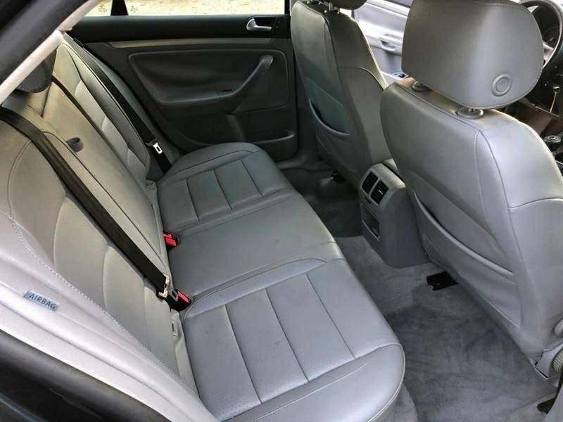 Volkswagen Jetta 2006 price $4,295