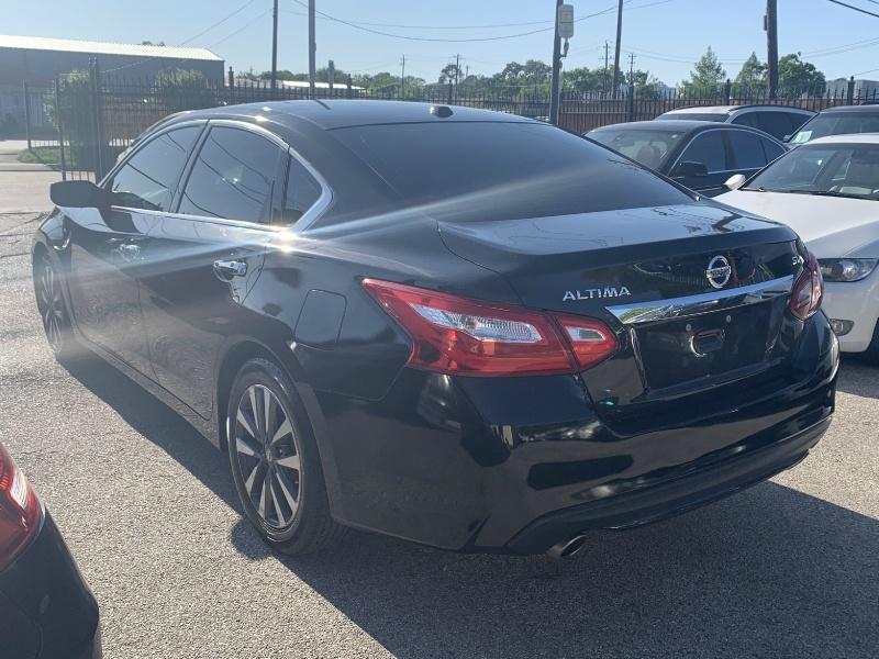 Nissan Altima 2017 price $10,290