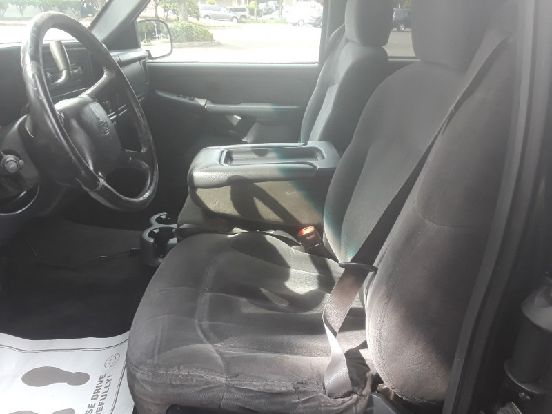 Chevrolet Silverado 2500 2000 price $5,995