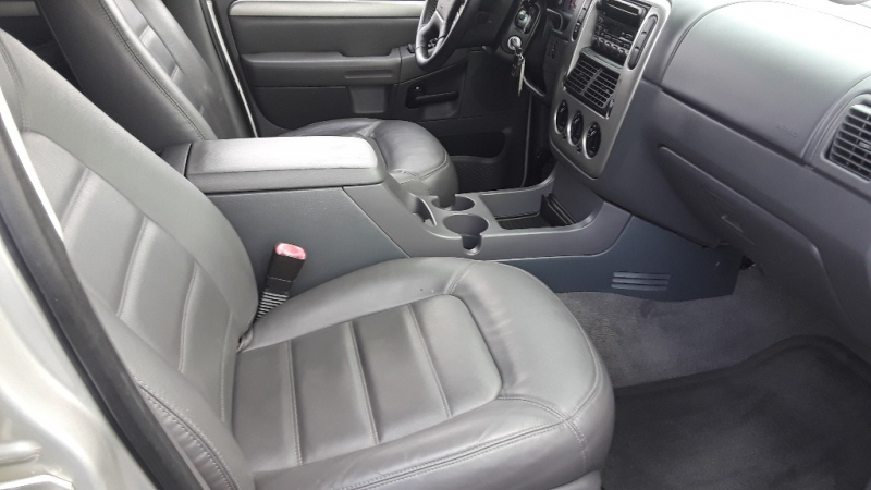 Ford Explorer 2003 price $4,295