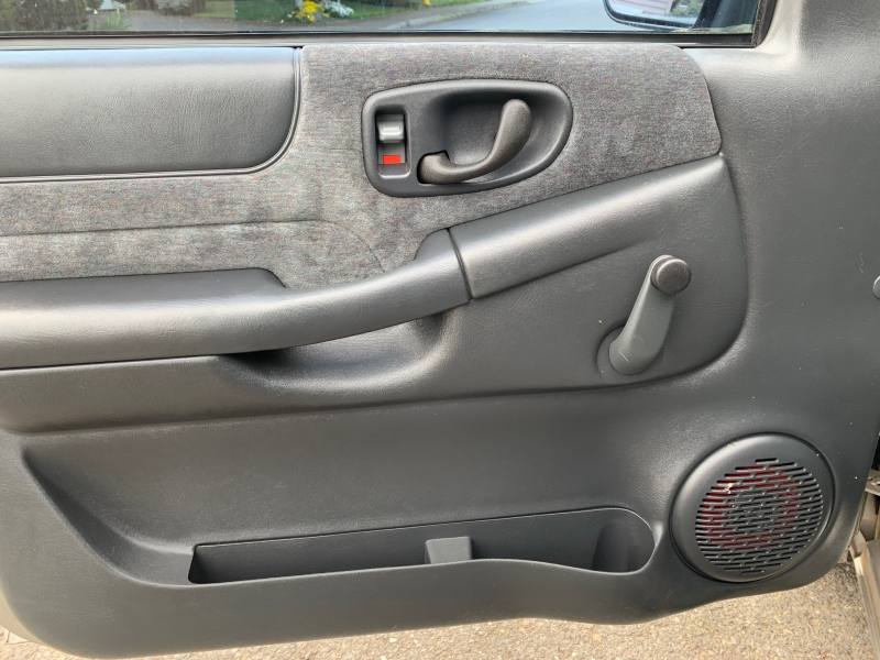 Chevrolet S-10 2001 price $3,295