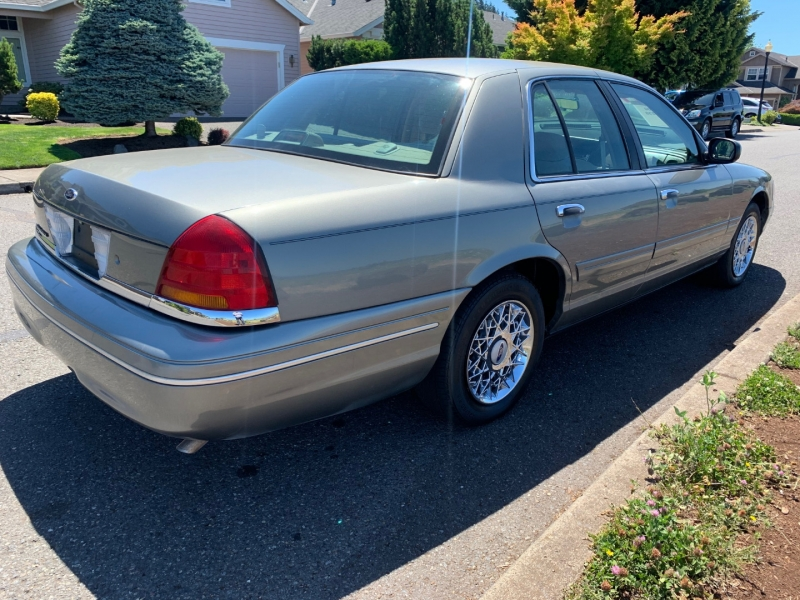 Ford Crown Victoria 2000 price $3,995