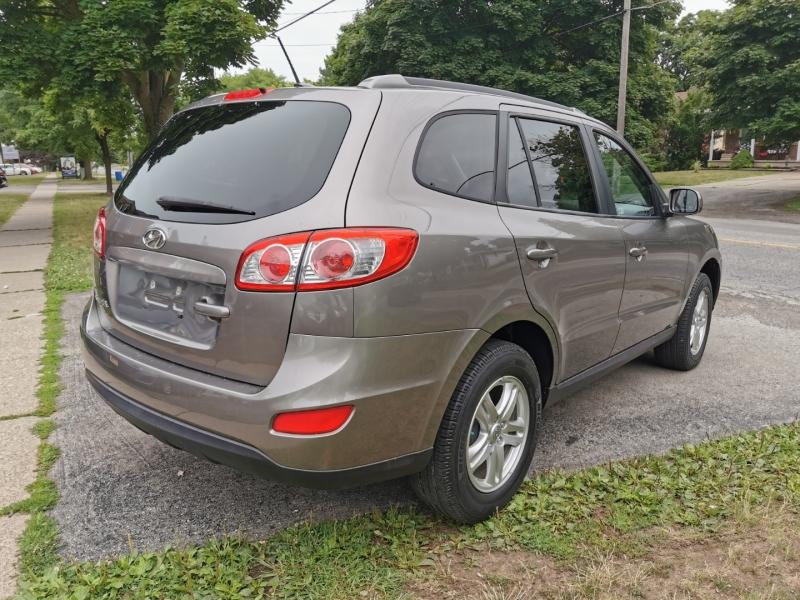 Hyundai Santa Fe 2012 price $6,990