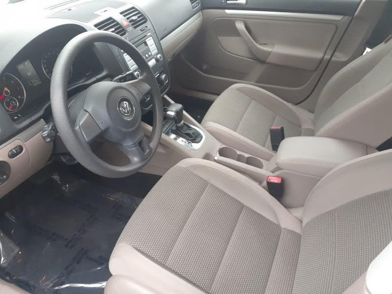 Volkswagen Jetta Sedan 2010 price $6,888