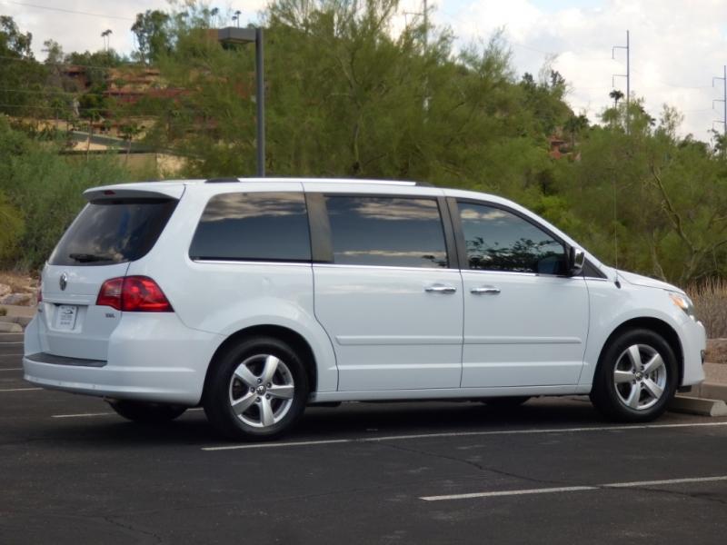 Volkswagen Routan 2013 price $12,474
