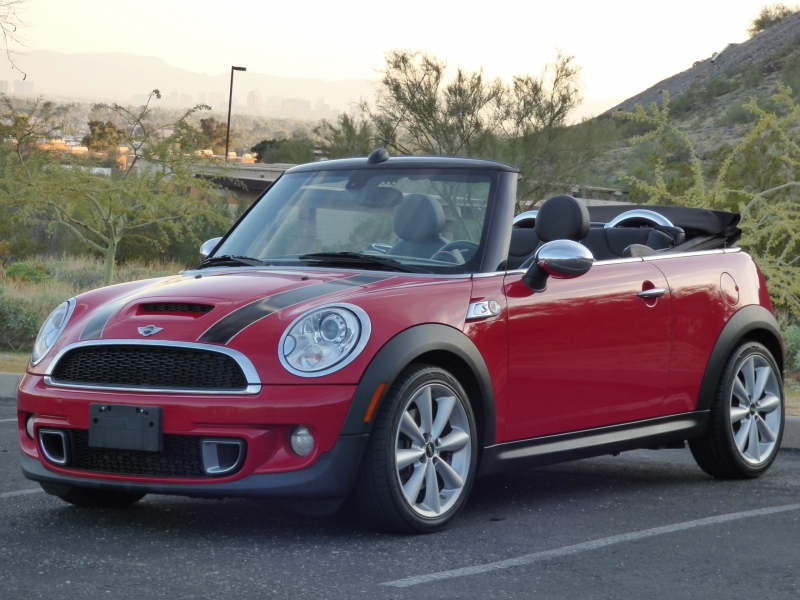 Mini Cooper Convertible 2012 price $9,749