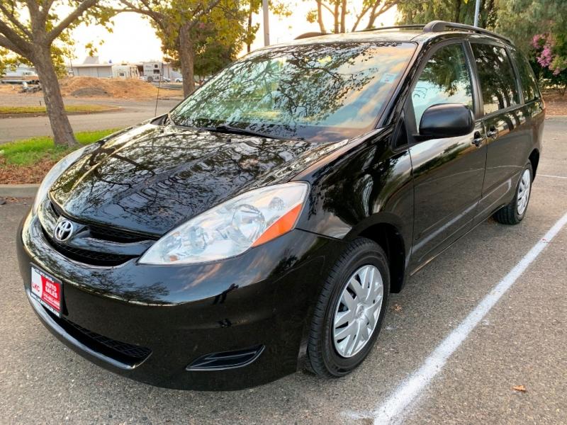 Toyota Sienna 2008 price $7,400