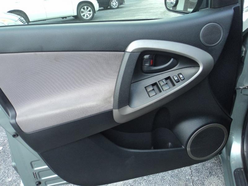 Toyota RAV4 2006 price $3,500