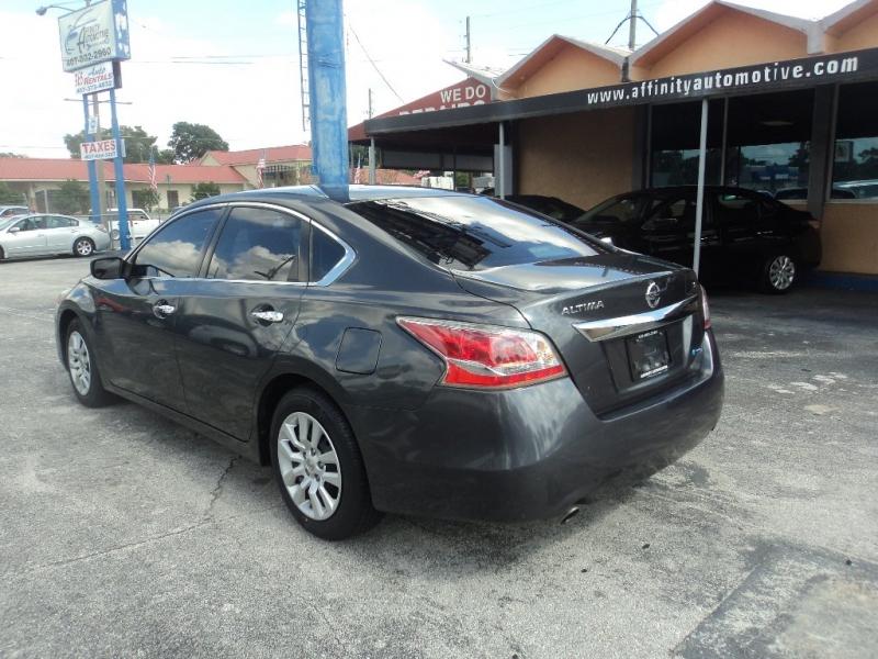 Nissan Altima 2013 price $5,999
