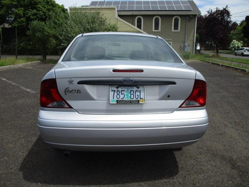 FORD FOCUS 2004 price $2,500