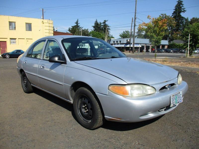 FORD ESCORT 2002 price $2,500