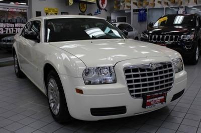 2005 Chrysler 300 Base Rwd 4dr Sedan