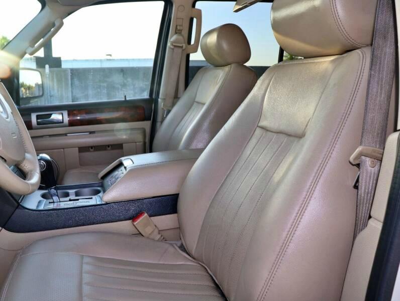 Lincoln NAVIGATOR 2006 price $5,998 Cash