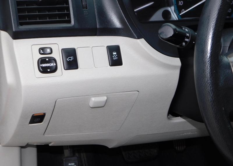 Toyota Venza 2010 price $8,990