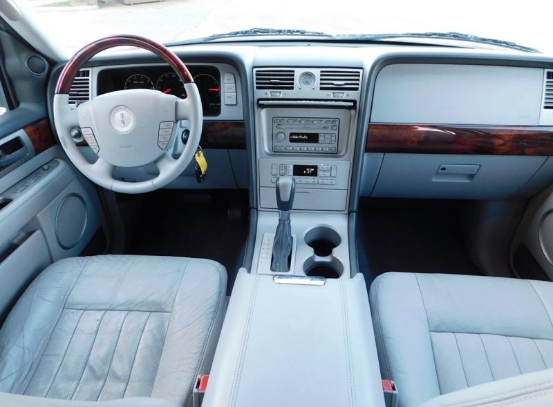 Lincoln Navigator 2004 price $5,490