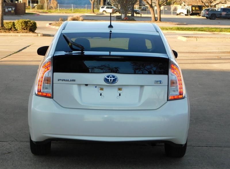 Toyota Prius 2015 price $6,990