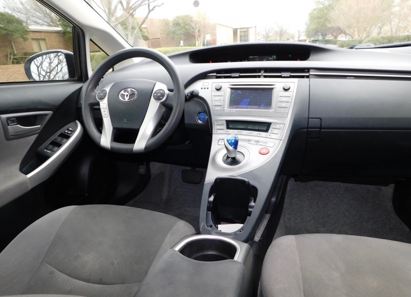 Toyota Prius 2013 price $5,690
