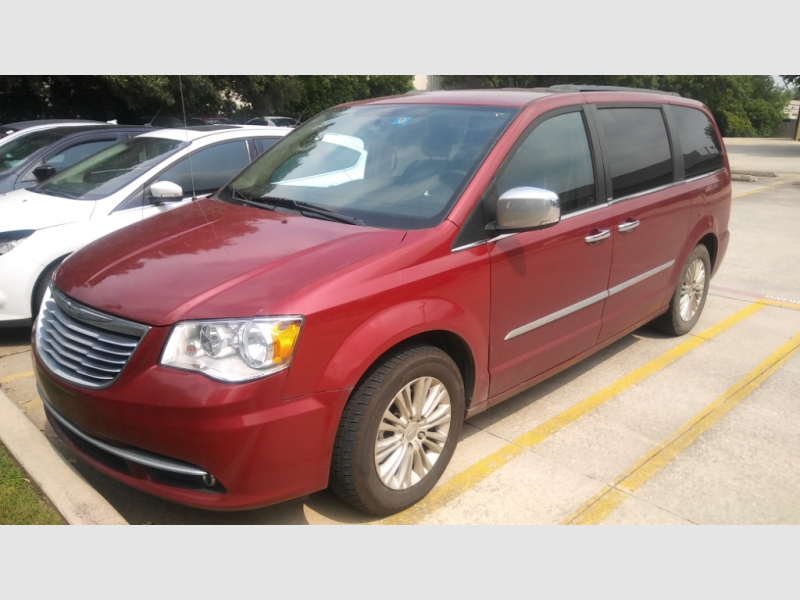 Chrysler Town & Country 2013 price $6,500