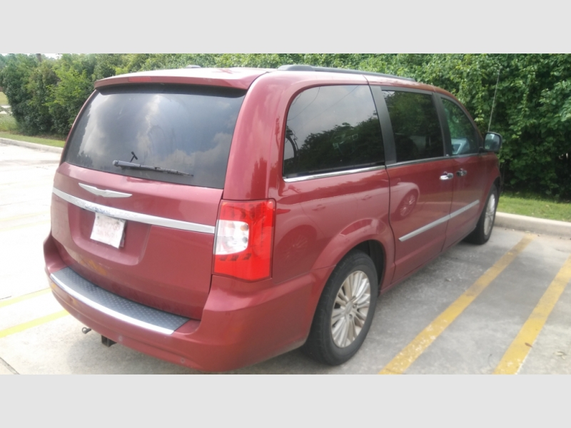 Chrysler Town & Country 2013 price $5,999