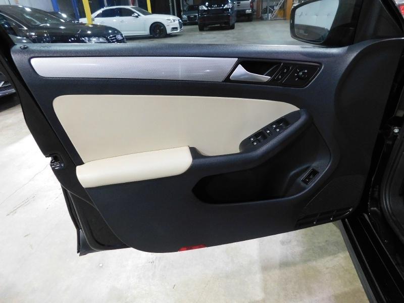 Volkswagen Jetta 2017 price $11,990