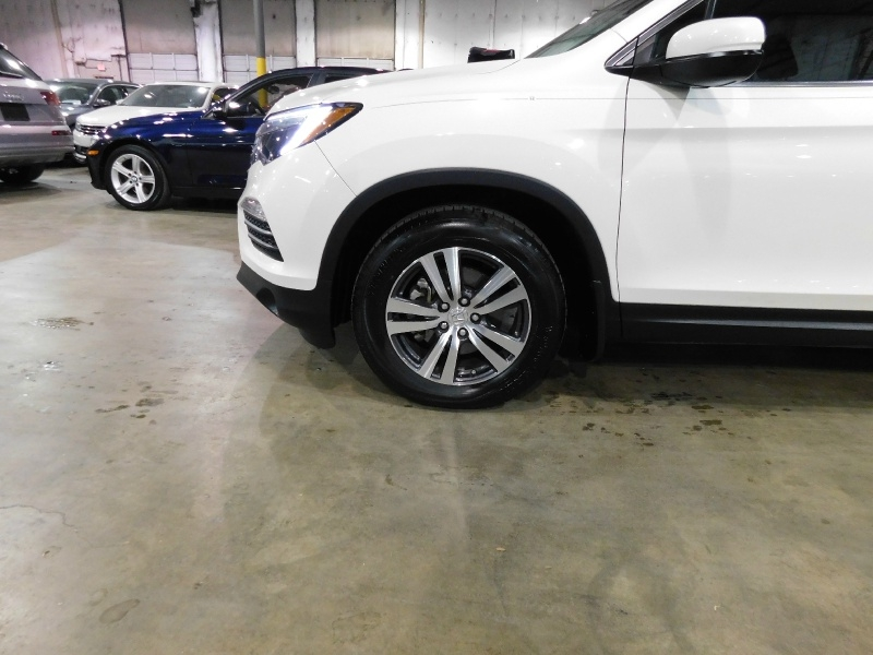 Honda Pilot 2017 price $25,990