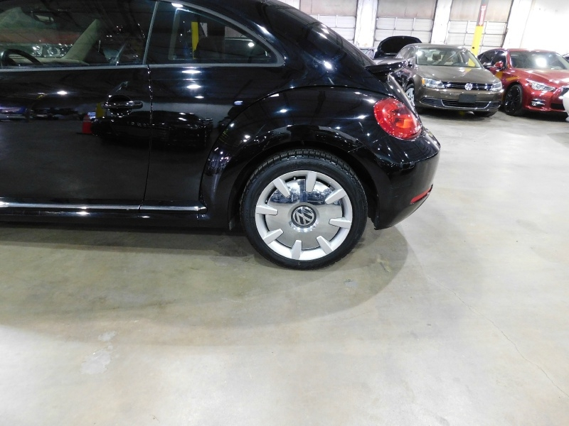 Volkswagen Beetle Coupe SEL 2016 price $13,990