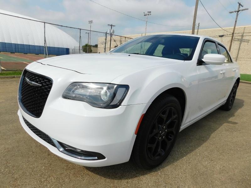 Chrysler 300 2019 price $25,990