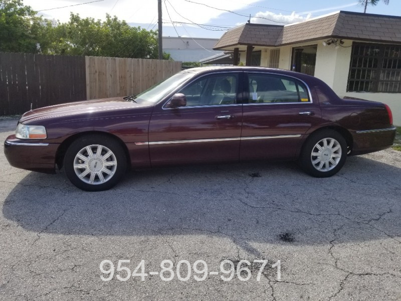 Lincoln Town Car 2007 price $5,495