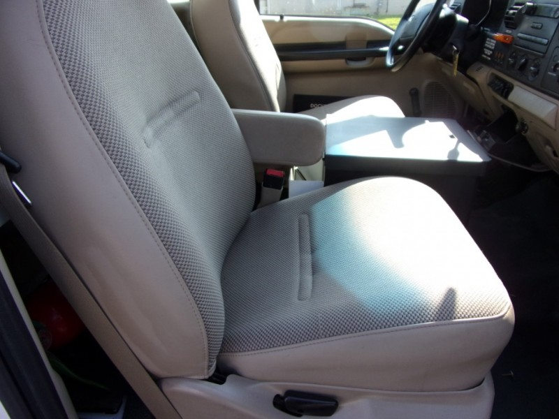Ford Super Duty F-350 DRW 2006 price $17,500