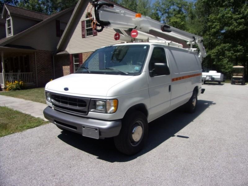 Ford Econoline Cargo Van 2000 price $16,500