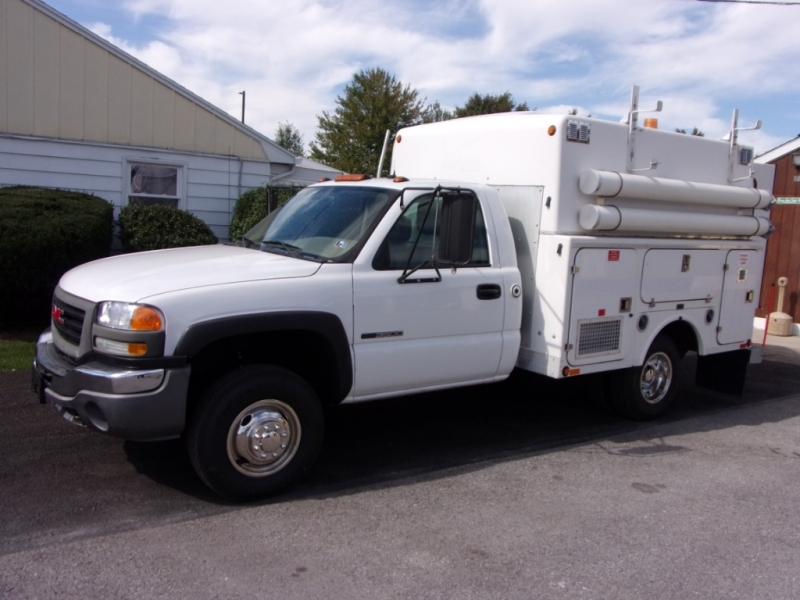 GMC Sierra 3500 2005 price $8,900