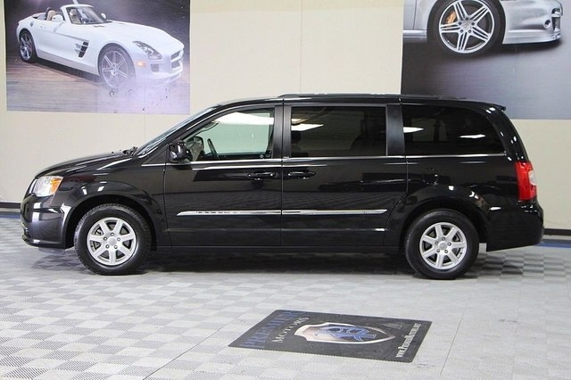 Chrysler Town & Country 2012 price $10,900