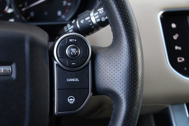 Land Rover Range Rover Sport 2016 price $39,900