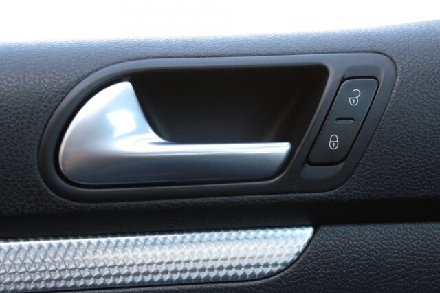 Volkswagen R32 2008 price $14,900