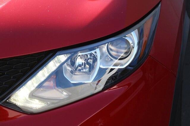 Nissan Rogue Sport 2017 price $14,900