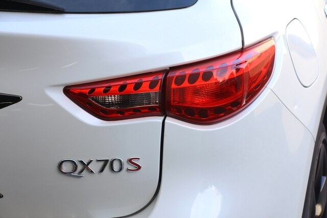 INFINITI QX70 2017 price $36,800