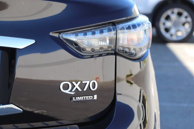 INFINITI QX70 2017 price $31,900